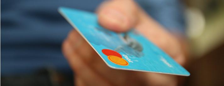 Carta di credito supera la moneta